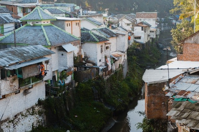 Densely populated settlements by the river   Source: Unsplash