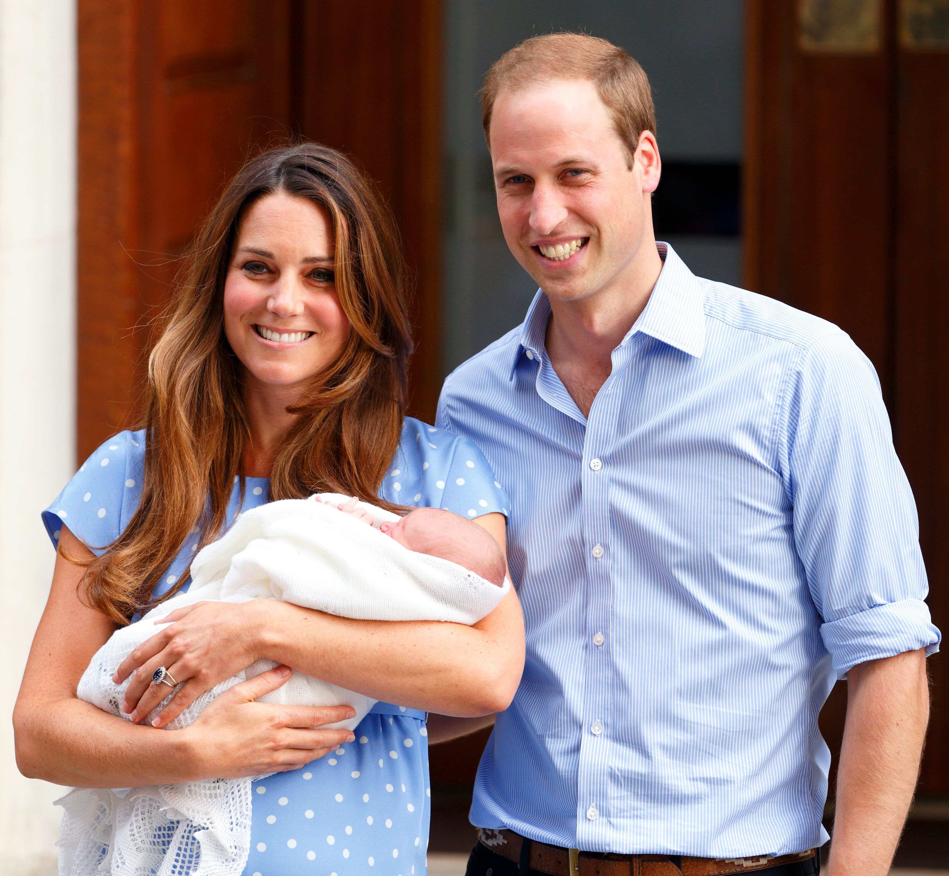 Katherine Middleton and Prince William with their newborn son at St Mary's Hospital on July 23, 2013. | Photo: Getty Images