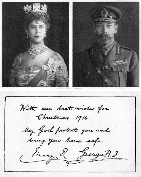 Queen Mary and King George V's Christmas card in 1914. | Photo: Getty Images