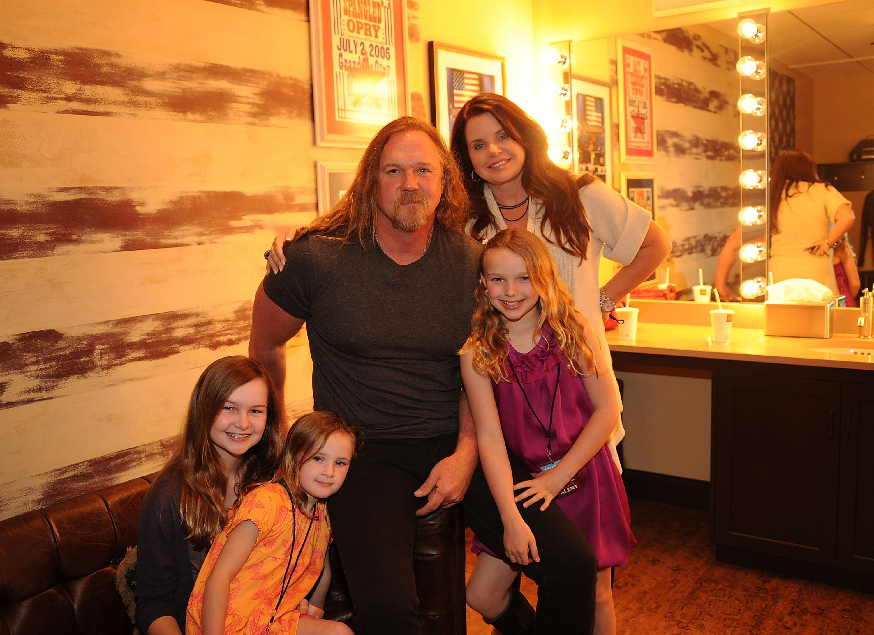 Trace Adkins with children and Rhonda Forlaw during a 2011 concert in Nashville. | Photo: Getty Images