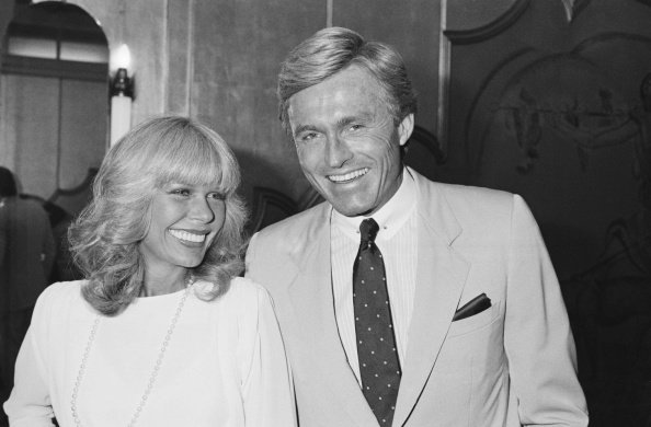 Loretta Swit and Dennis Holahan in London on June 6, 1984 | Photo: Getty Images