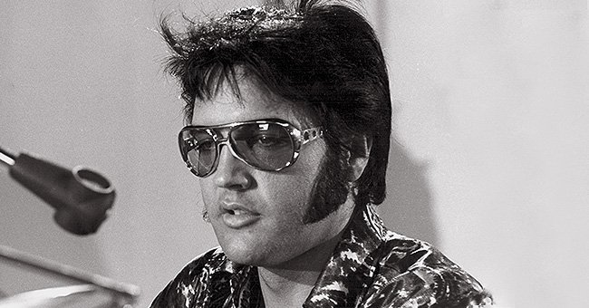 See How Elvis Presley's Fans Paid Tribute on the 43rd Anniversary of His Death
