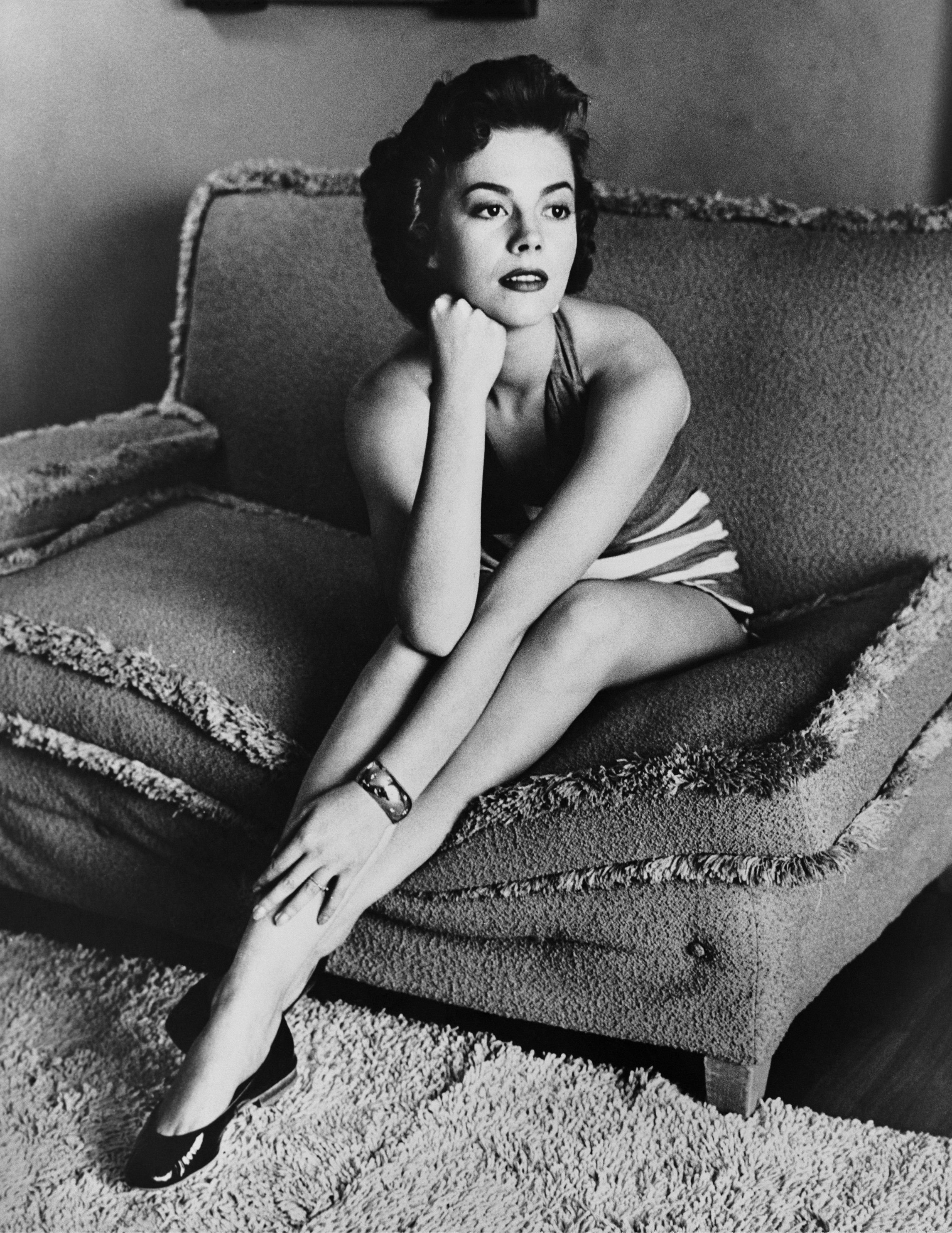 Natalie Wood poses for a portrait session at home in 1952 in Los Angeles, California. | Source: Getty Images