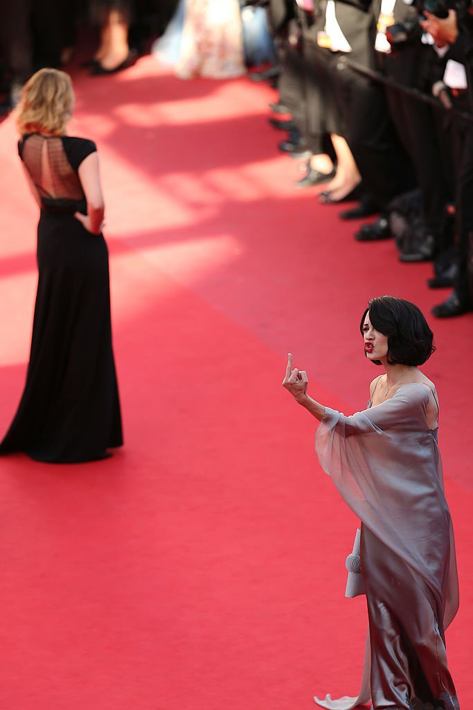 Asia montant les marches à Cannes en 2013. l Source : Getty Images