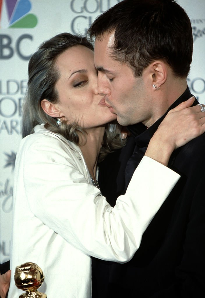 Angelina Jolie kisses her brother James Haven during 57th Annual Golden Globe Awards - Press Room at the Beverly Hilton Hotel on January 23, 2000 | Photo: Getty Images