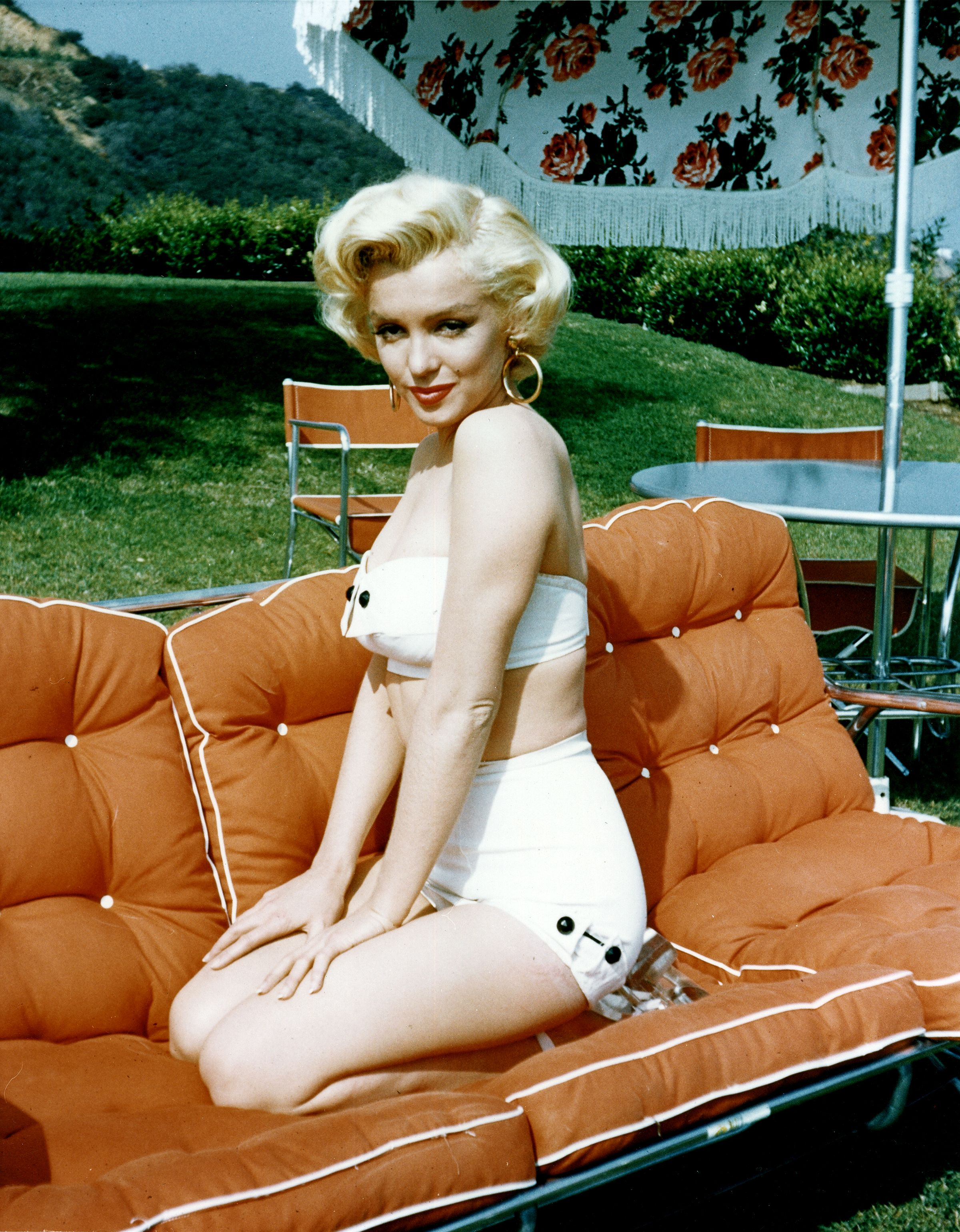 Marilyn Monroe posing poolside for a portrait in 1953 | Source: Getty Images