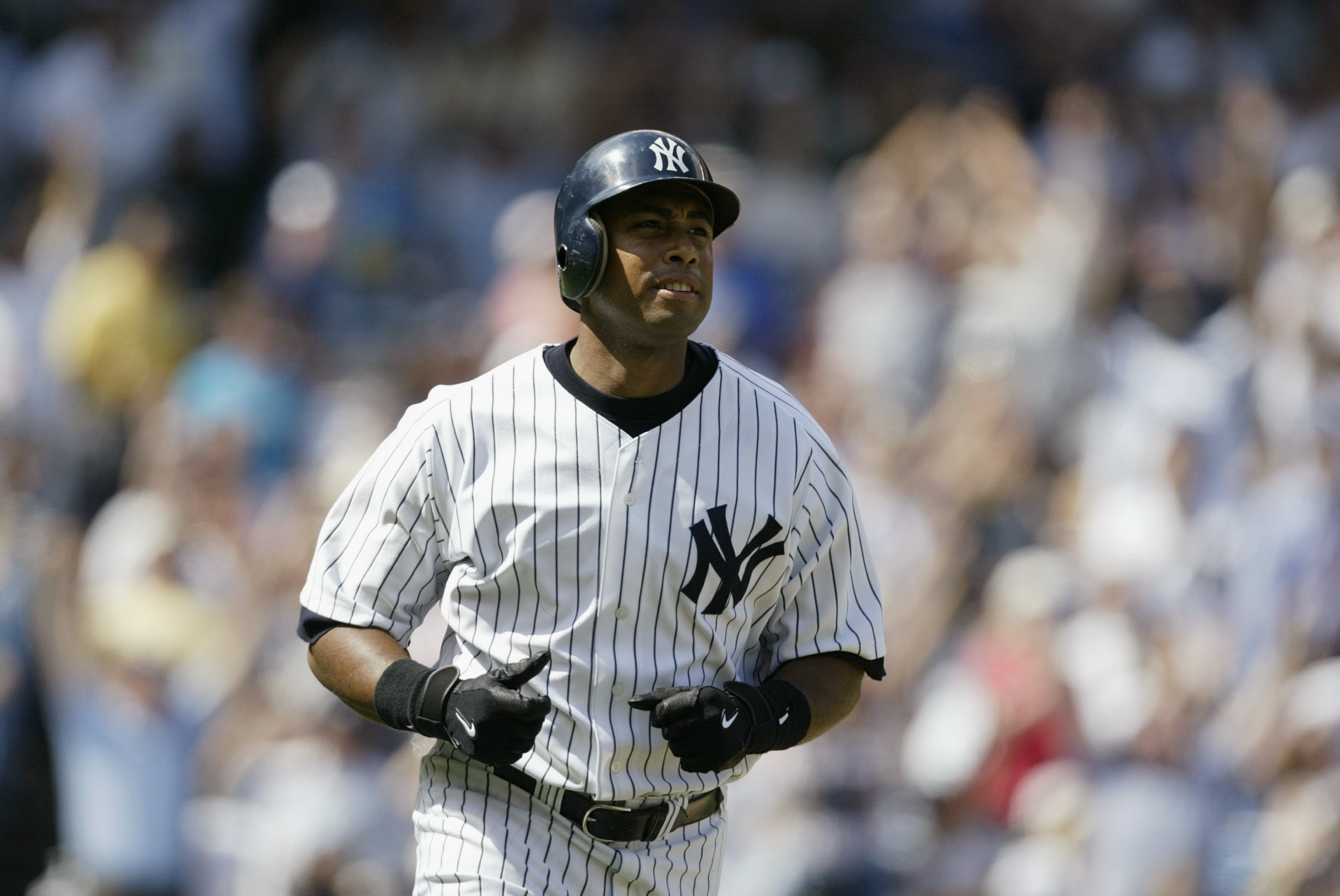 Bernie Williams #51 of the New York Yankees runs during the game against the Toronto Blue Jays at Yankee Stadium on August 9, 2004 in the Bronx, New York.  | Photo: GettyImages