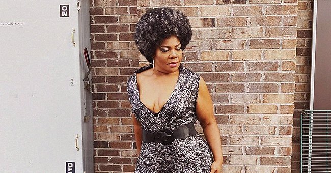 Check Out 'The Parkers' Mo'Nique Flaunting Her Afro Hair in a Gray Jumpsuit with Deep Cleavage