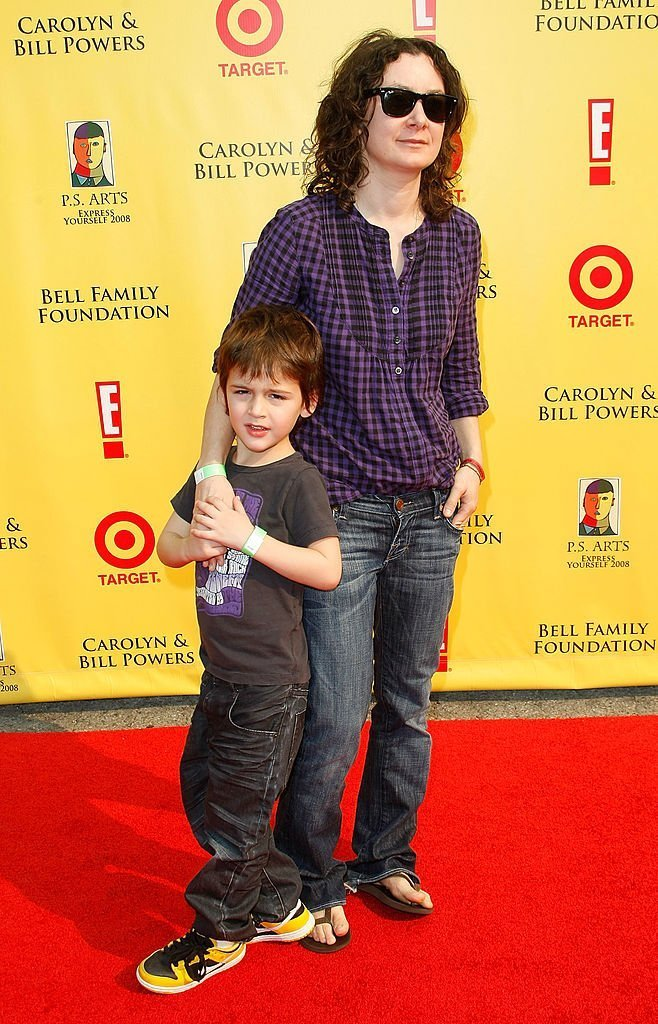 """Actress Sara Gilbert (R) and son Levi Hank Gilbert-Adler arrives at the P.S. Arts """"Express Yourself 2008"""" at Barker Hanger  