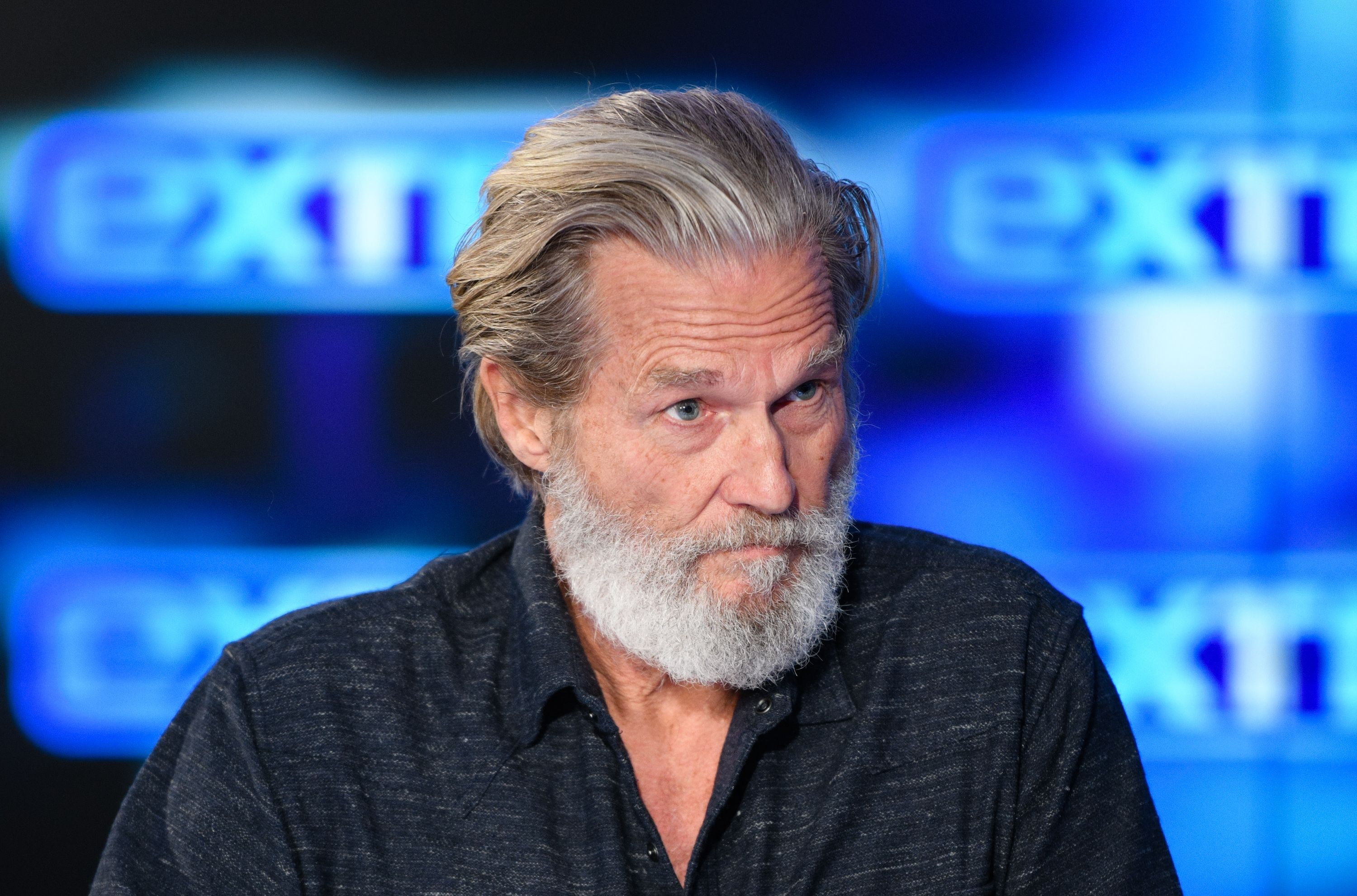 """Jeff Bridges at """"Extra"""" at Burbank Studios on December 13, 2019 