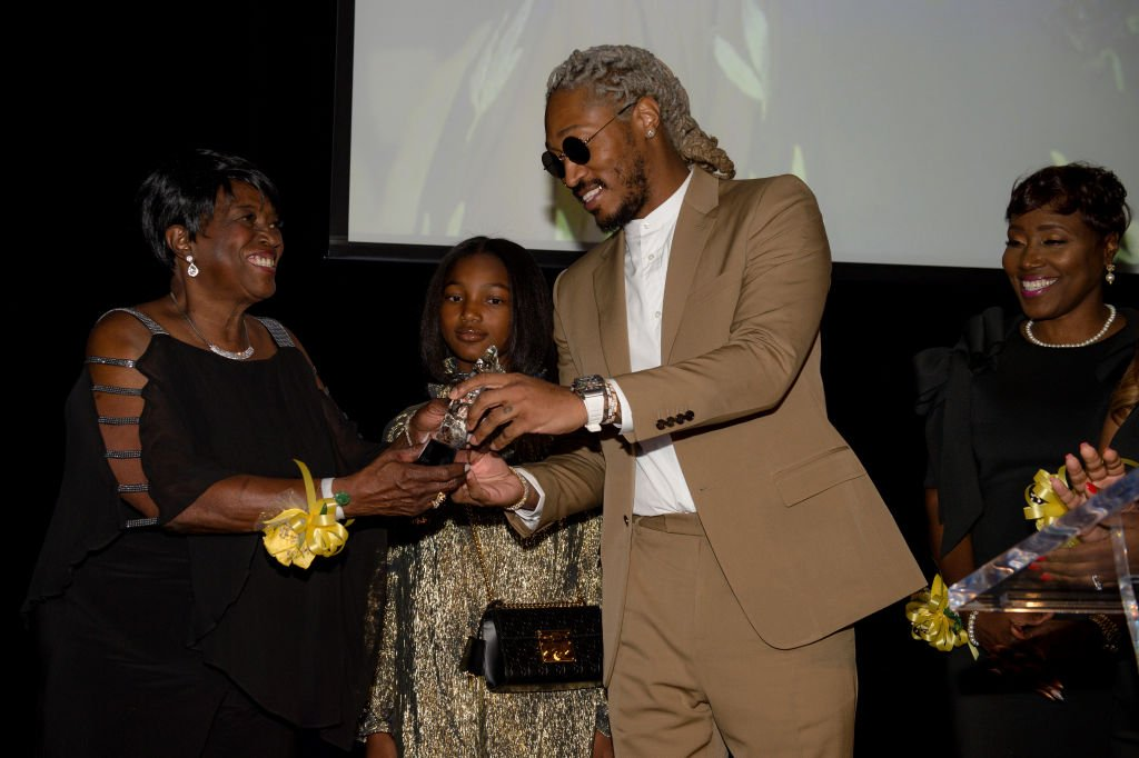 Future honoring his grandmother, Emma Jean Boyd with a community service award at the Golden Wishes Gala on November 16, 2019. | Photo: Getty Images