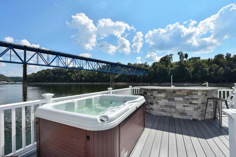 The houseboat has a roof deck with hot tub and slide included.  | Photo: Harbor Cottage House Boats.