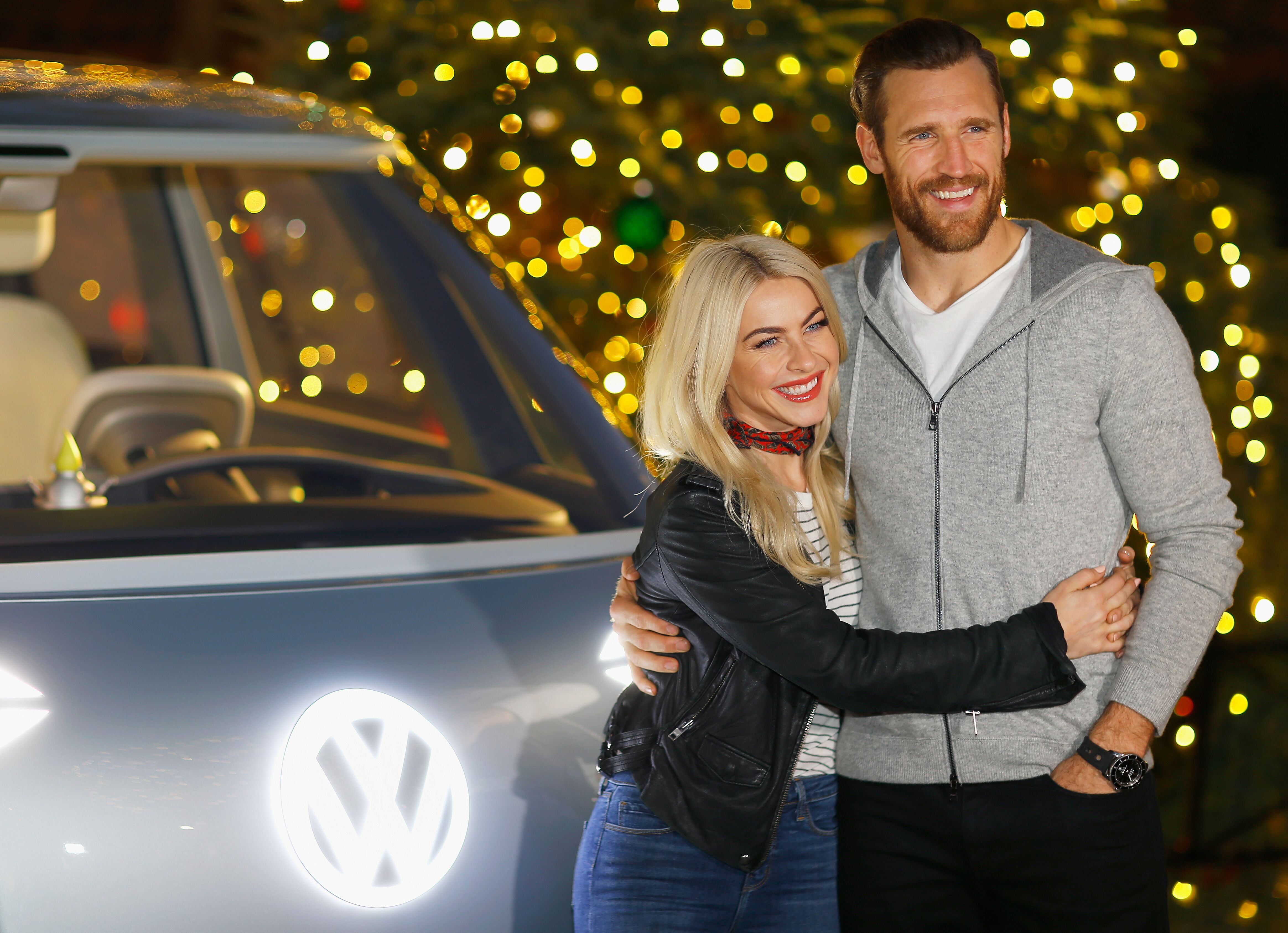Julianne Hough and Brooks Laich at the Volkswagen Holiday Drive-In Event in Los Angeles, California on December 16, 2017 Photo Justin Edmonds/Getty Images