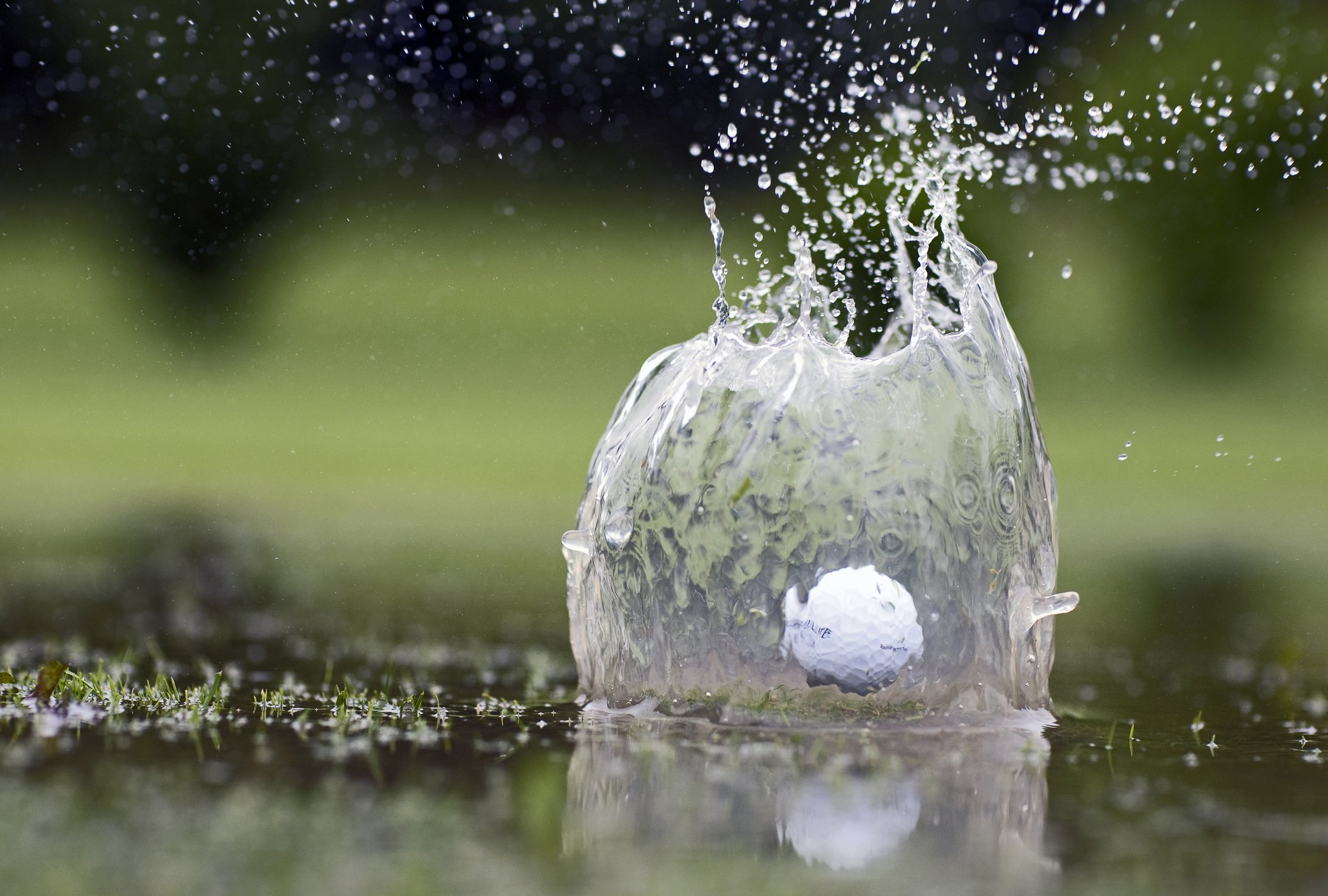 Golfball, der im Teich landet | Quelle: Getty Images