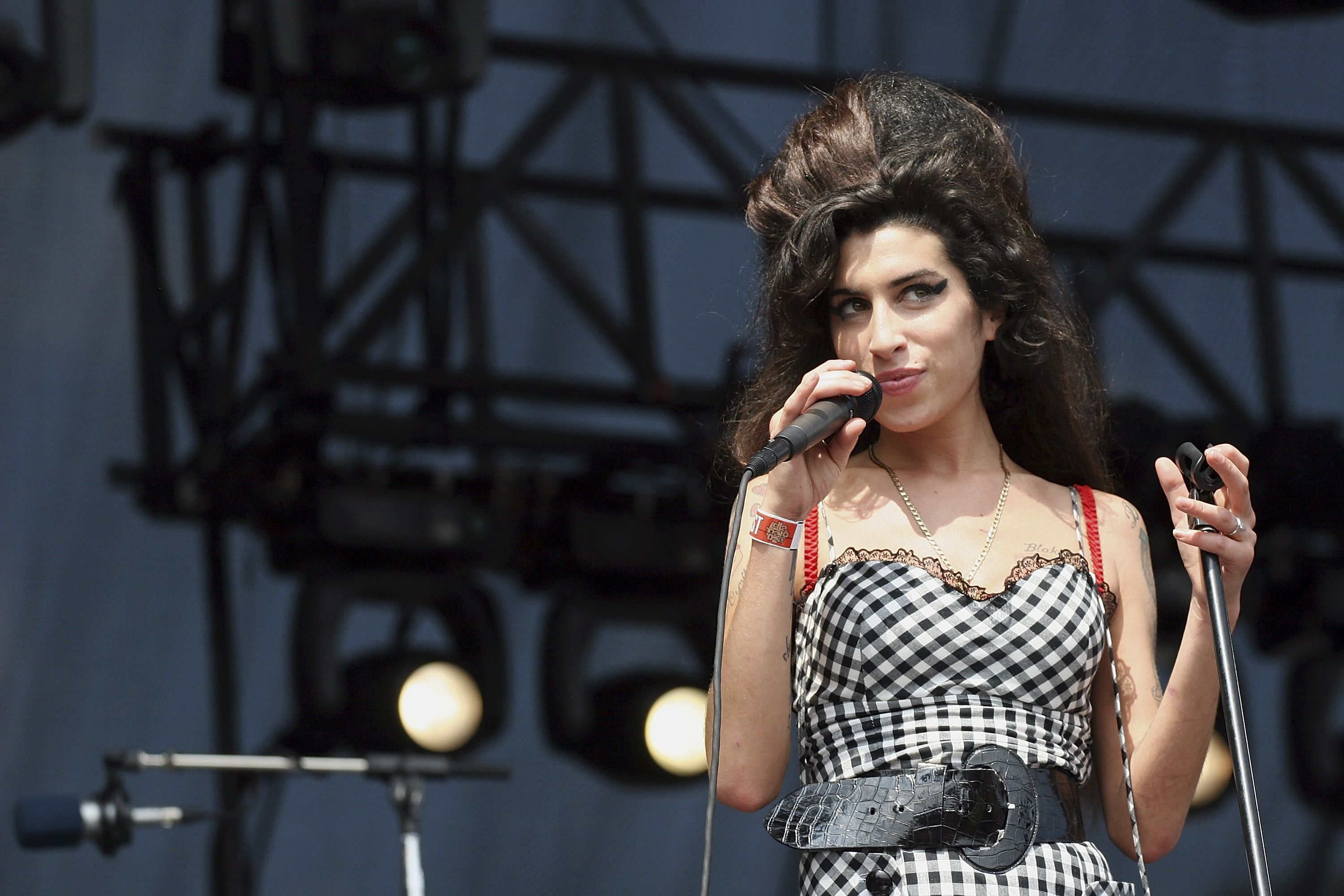 The late Amy Winehouse performs onstage at Lollapalooza in Grant Park on August 5, 2007 in Chicago, Illinois. | Photo: Getty Images