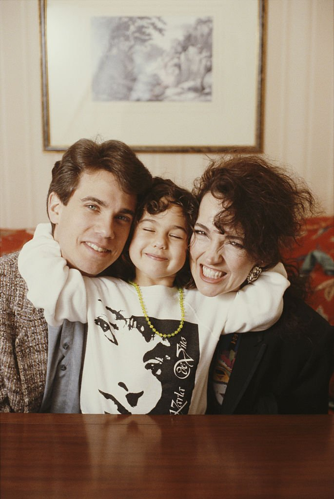 American film and television actor Robby Benson, with his wife, actress Karla DeVito, and their daughter, Lyric, London, 1989. | Source: Getty Images