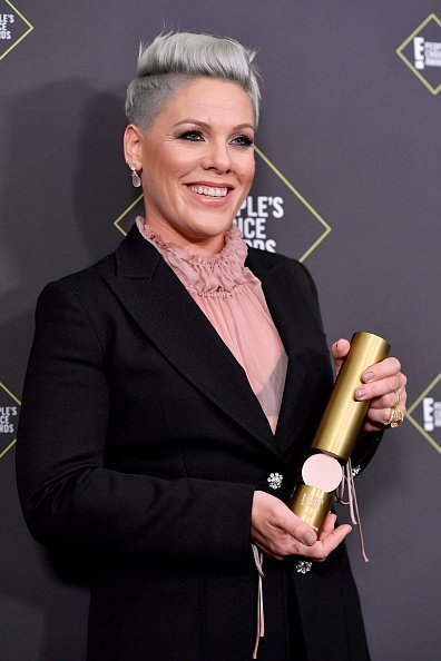 P!nk, winner of People's Champion Award poses in the press room during the 2019 E! People's Choice Awards at Barker Hangar on November 10, 2019 in Santa Monica, California | Photo: Getty Images
