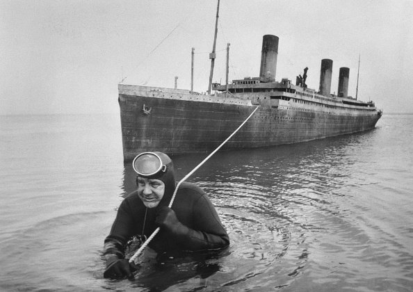 Professional frogman Courtney Brown tows a 55 foot scale model of the sunken liner Titanic during work on the film Raise the Titanic!  | Source: Getty Images