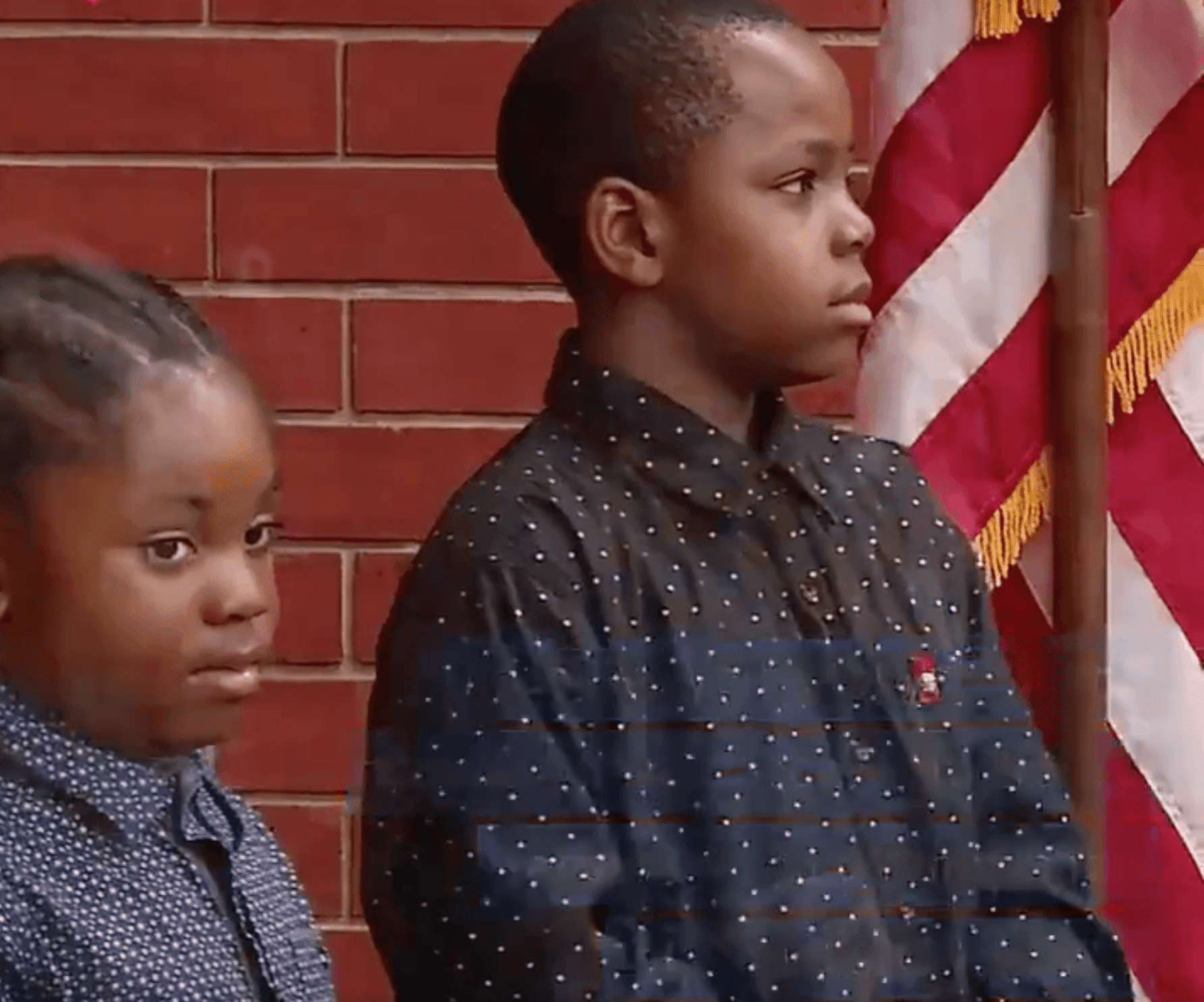 The boys, Derrick and Thomas, who stopped to declare the Pledge of Allegiance | Photo: Twitter/CBS News