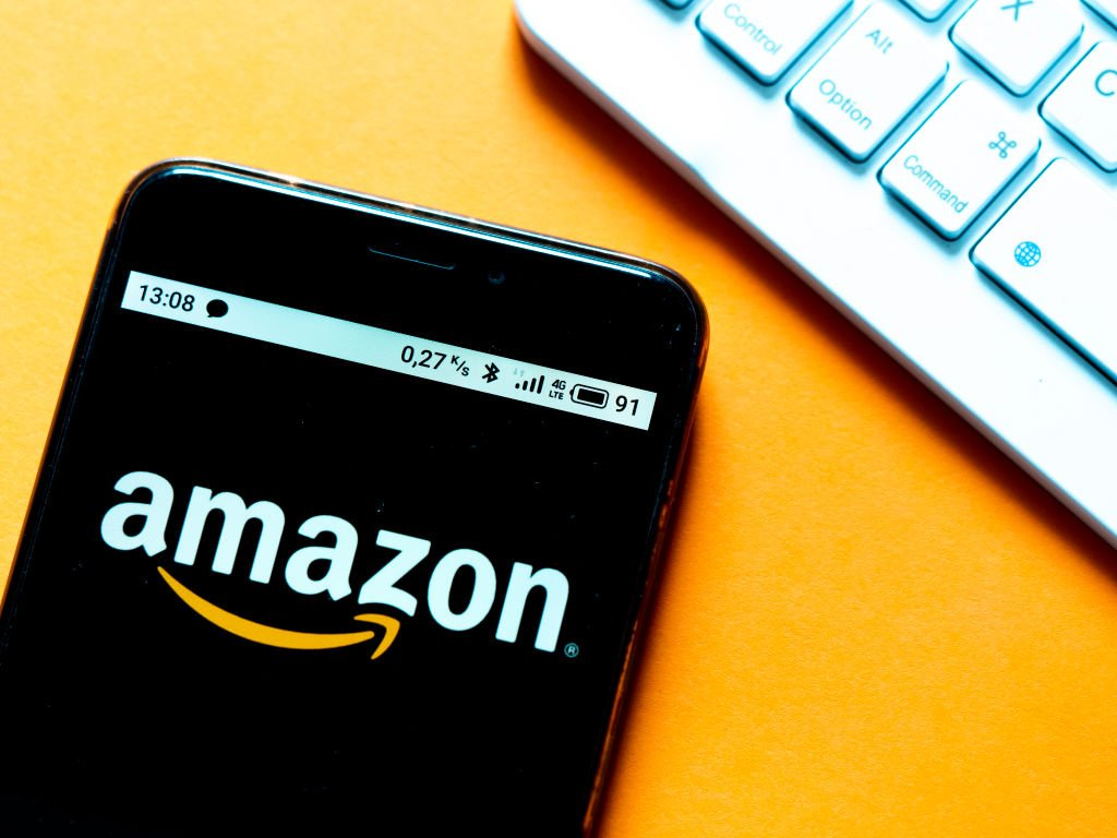 A photo illustration that shows an Amazon logo displayed on a smartphone on  October 01, 2020 | Photo: Getty Images