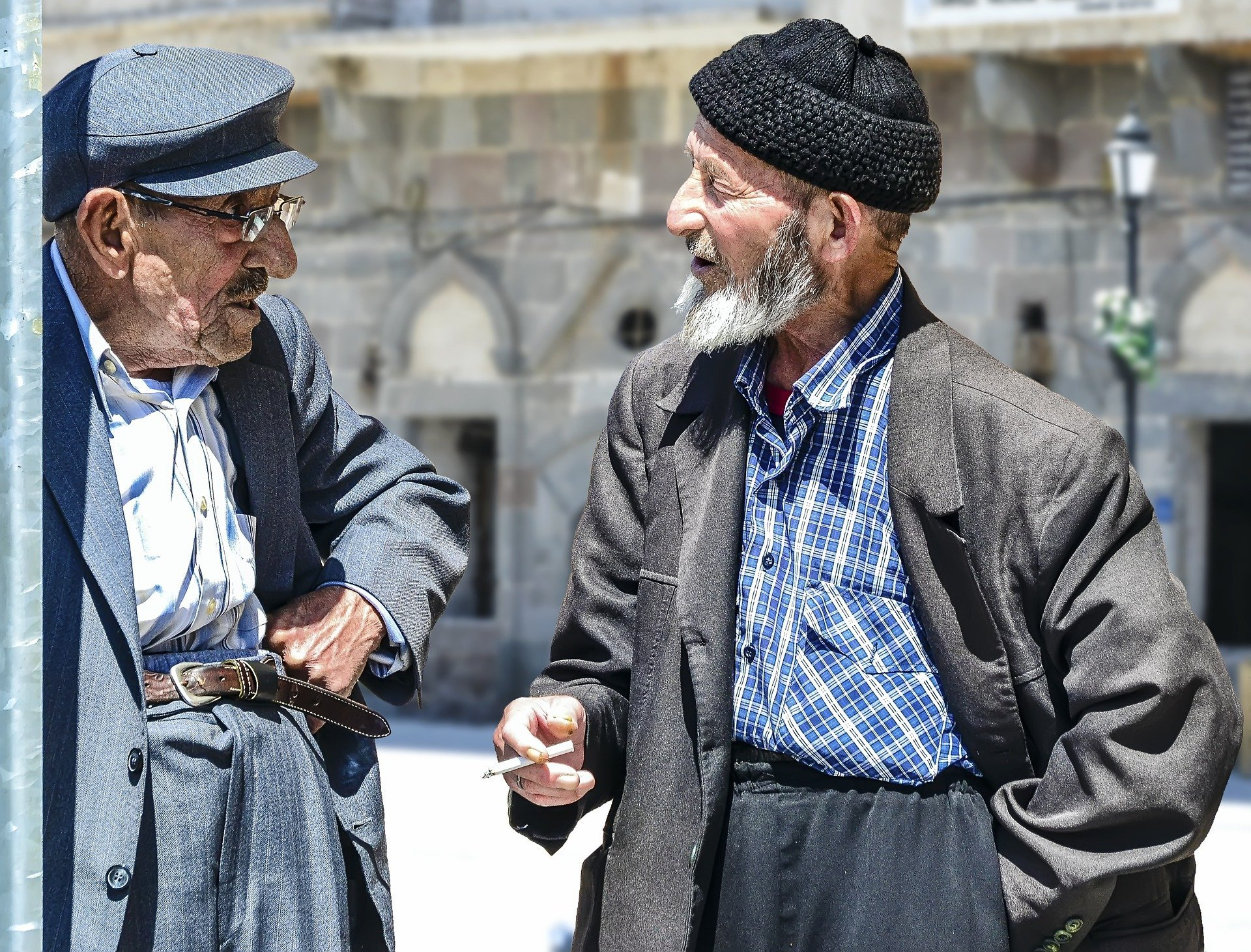 Two senior men talking. | Source. Isa KARAKUS/Pixabay