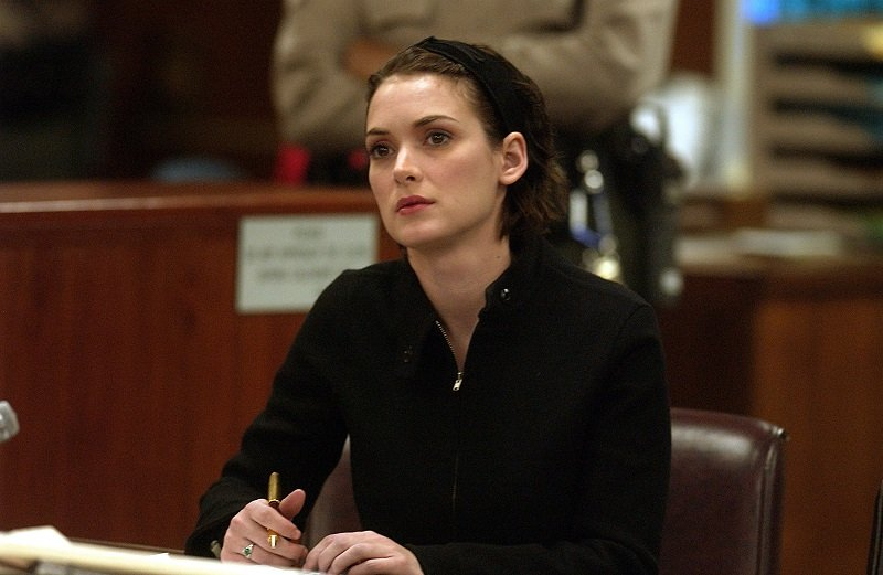 Winona Ryder during the sentencing phase of her shoplifting trial in December 2002 | Photo: Getty Images