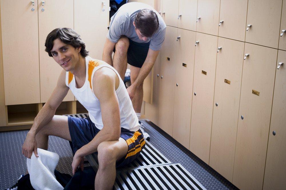 Männer in Umkleidekabine - Quelle: Shutterstock