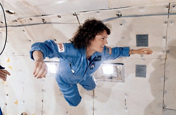 Christa McAuliffe during a microgravity flight aboard NASA's KC-135 zero-gravity aircraft on January 8, 1986. | Photo: Getty Images