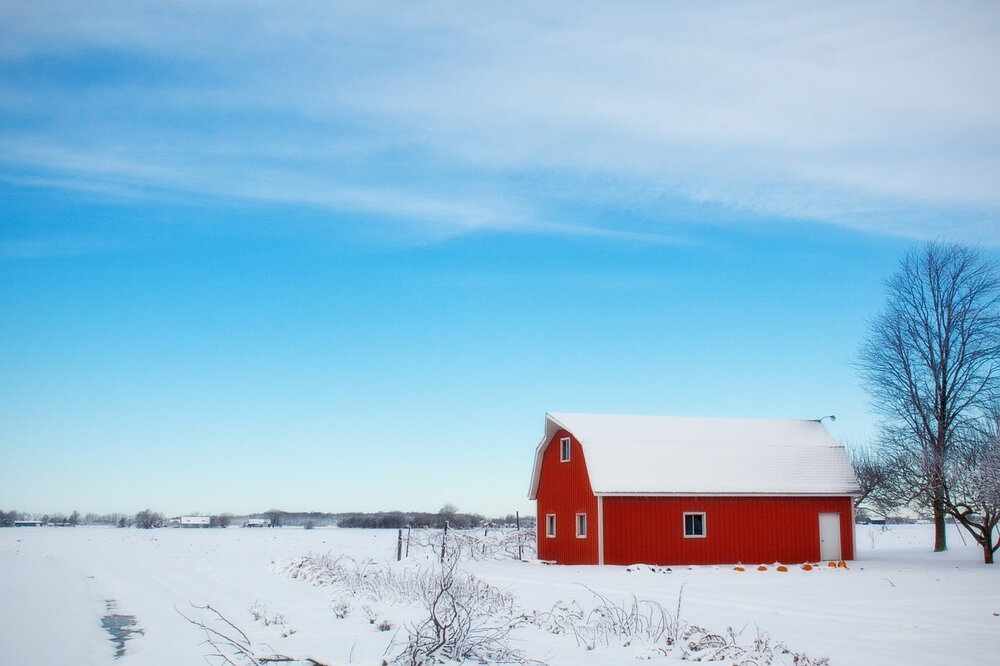 A barn in the middle of a snow-covered country landscape.   Image: Pixabay.