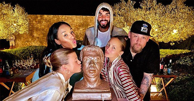 Lionel Richie's GF Lisa Parigi & His Kids Celebrate His 72nd Birthday with a Cake in His Image