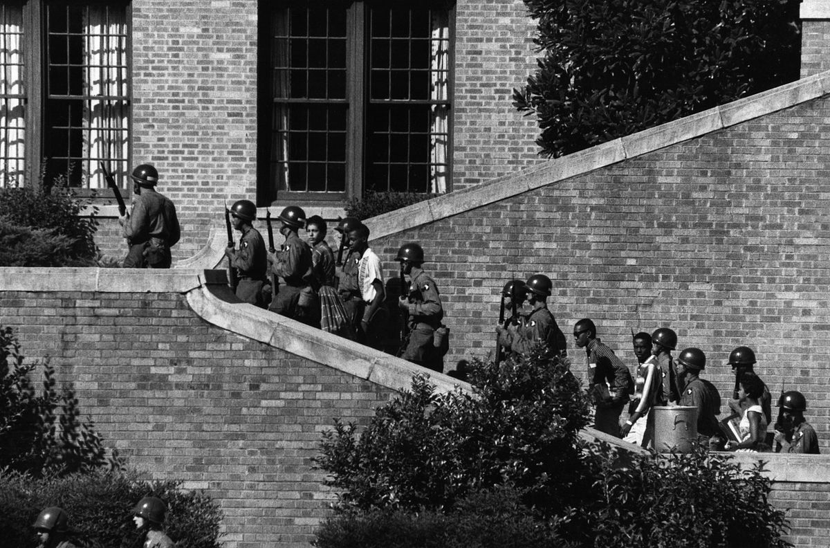 Soldiers escort the Little Rock Nine students into the all-white Central High School in Little Rock, Ark. | Photo: Wikimedia Commons Images