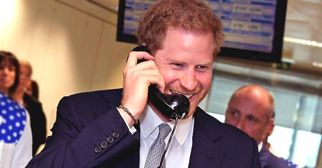 Le prince Harry répond au téléphone à la journée de charité du BGC