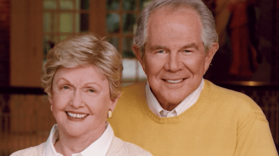 Pat Robertson and wife, Dede Robertson, pose together for a portrait | Source: YouTube.com/The 700 Club