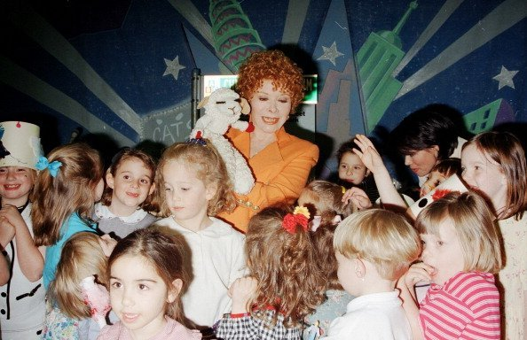 Shari Lewis and Lamb Chop at the Children's Museum | Photo: Getty Images