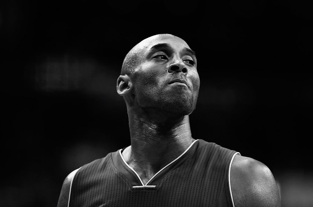 Kobe Bryant #24 of the Los Angeles Lakers looks on against the Washington Wizards in the first half at Verizon Center on December 2, 2015 | Photo: Getty Images