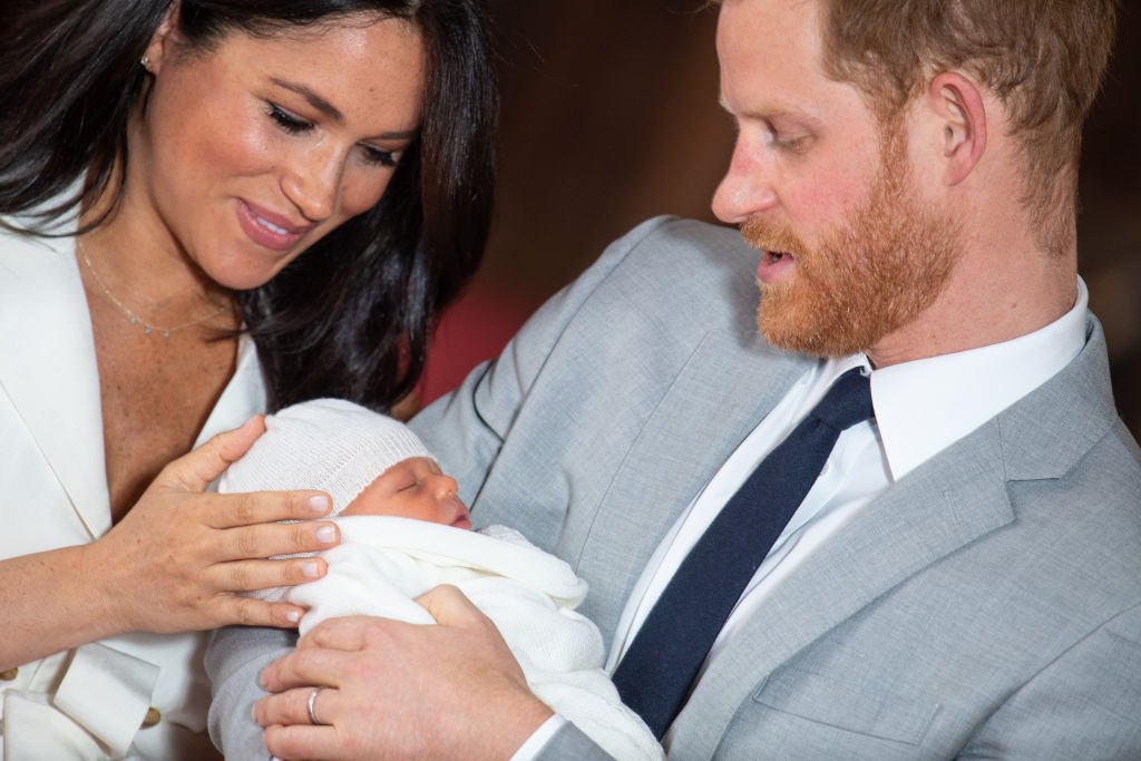 Prince Harry, Duke of Sussex and Meghan, Duchess of Sussex, pose with their newborn son Archie Harrison Mountbatten-Windsor during a photocall in St George's Hall at Windsor Castle | Photo: Getty Images
