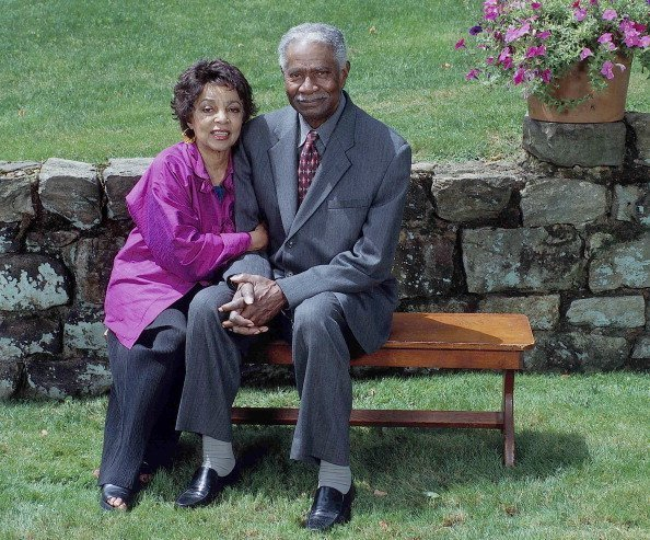 American actors and civil rights activists Ruby Dee (1922 - 2014) and Ossie Davis (1917 - 2005) as they pose outdoors | Photo: Getty Images