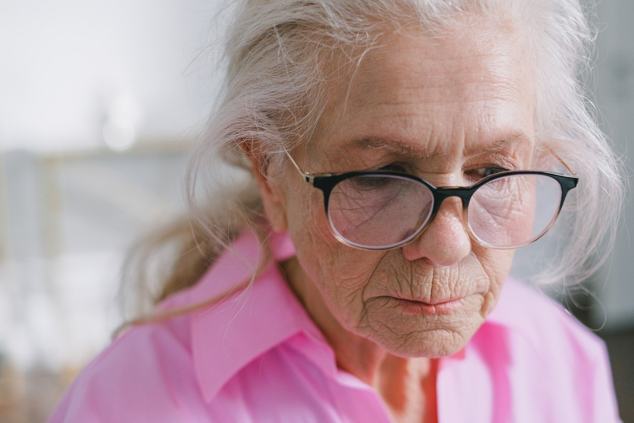 Photo of an old woman wearing glasses | Photo: Pexels