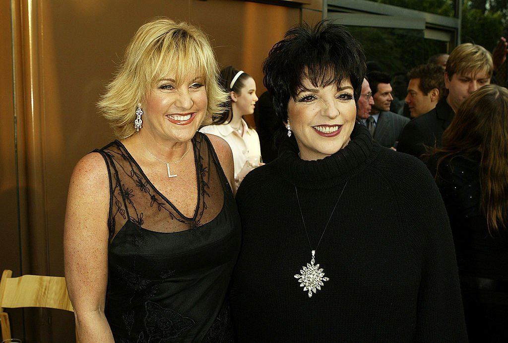 Singer Lorna Luft and her sister, actress/singer Liza Minnelli | Photo: Getty Images
