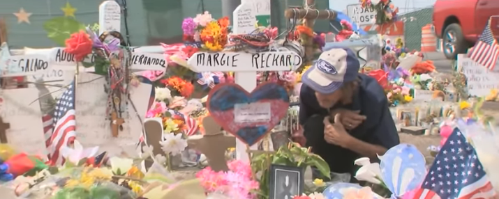 Tony Basco mourning his wife Margie Reckard who died in the El Paso mass shooting on August 3, 2019 | Photo: YouTube/CNN