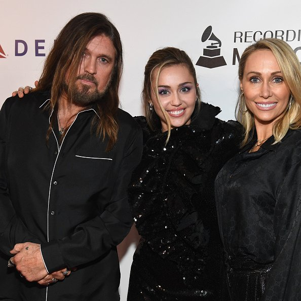 Billy Ray Cyrus, Miley Cyrus, and Tish Cyrus at Los Angeles Convention Center on February 8, 2019 in Los Angeles, California. | Photo: Getty Images