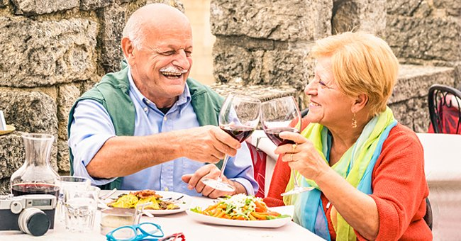 Daily Joke: A Young Man Saw an Elderly Couple Sitting Down at Lunch