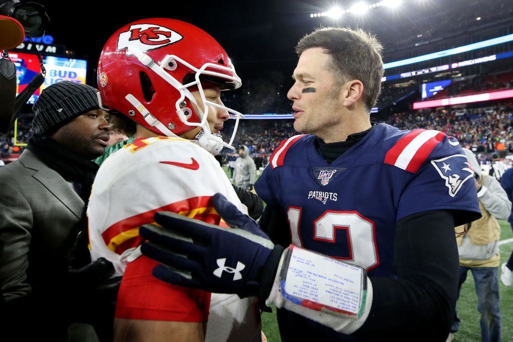 Patrick Mahomes and Tom Brady talk during a New England Patriots and Kansas City Chiefs match on December 08, 2019, in Foxborough, Massachusetts | Photo: Maddie Meyer/Getty Images