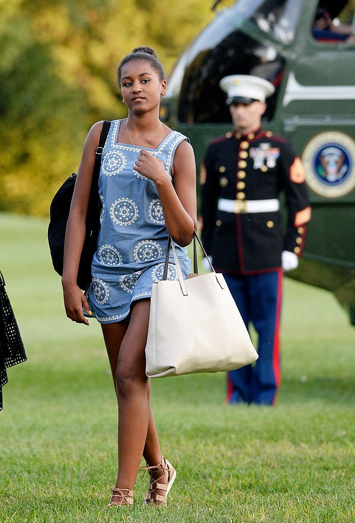Sasha Obama arrives at the White House August 23, 2015 in Washington, D.C. from vacationing on Martha's Vineyard. | Photo: GettyImages