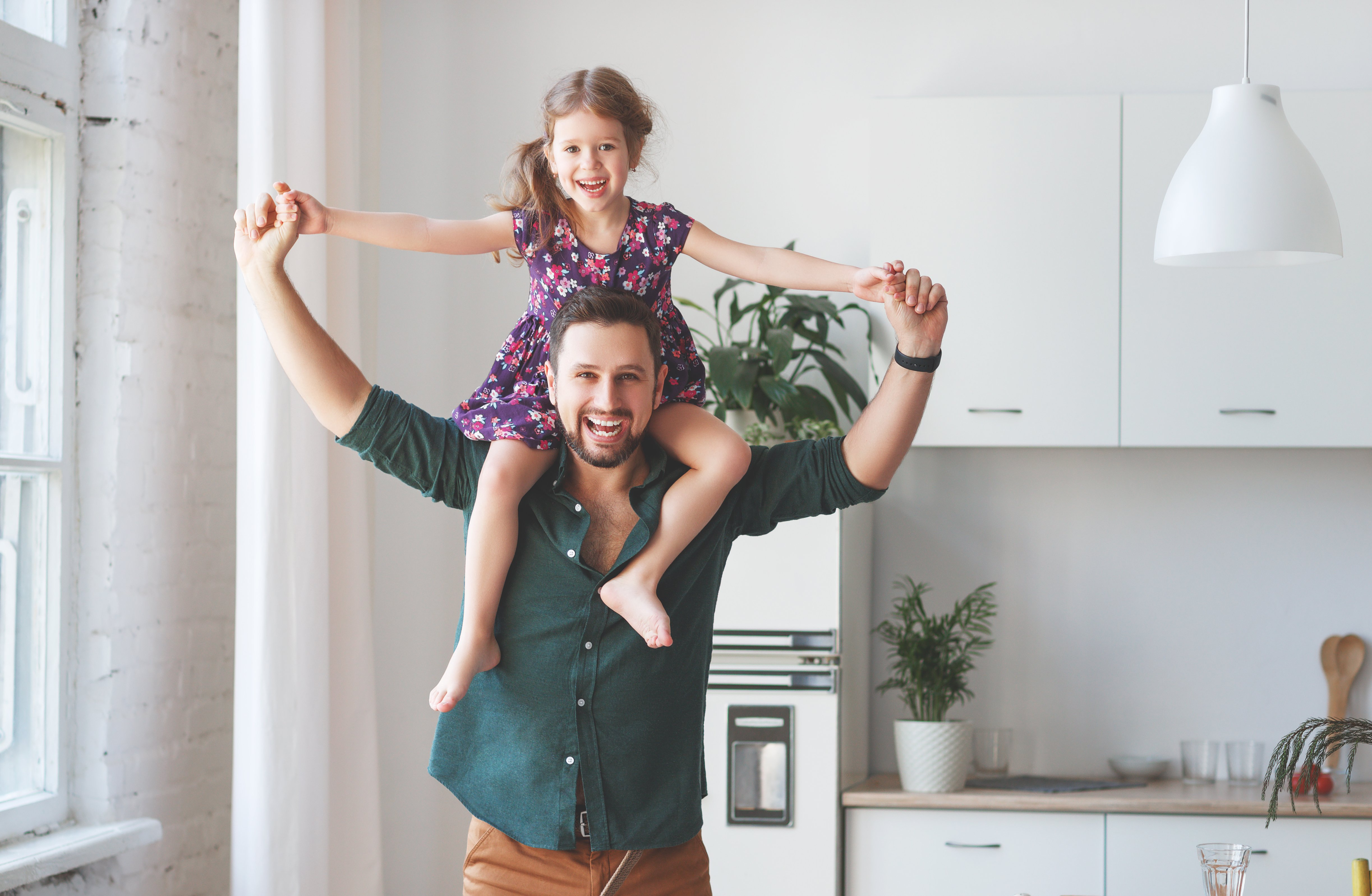 A father has his daughter on his shoulders.   Photo: Shutterstock