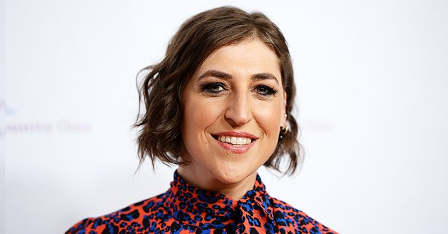 Mayim Bialik at the Saban Community Clinic's 43rd Annual Dinner Gala at The Beverly Hilton Hotel on November 18, 2019. | Photo: Getty Images