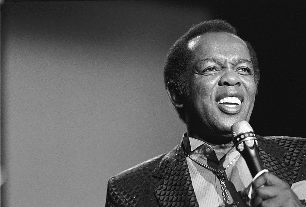 Lou Rawls (1933-2006) performs at the North Sea Jazz Festival in the Hague, the Netherlands on July 14, 1989. | Photo: Getty Images