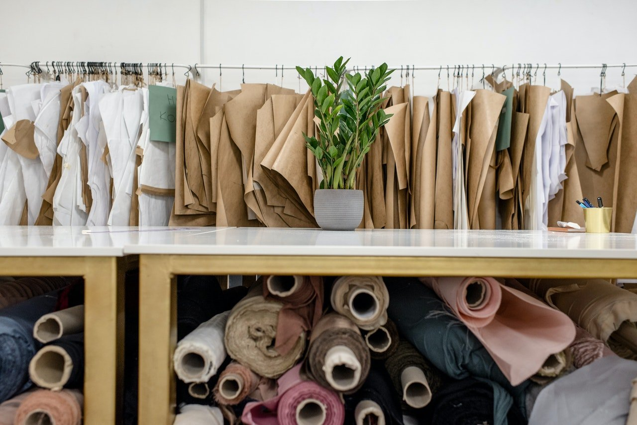 Rows of fabric in a store | Photo: Pexels
