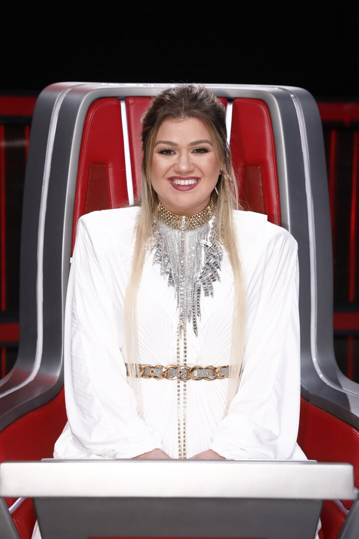 """Kelly Clarkson sitting on her coach chair during an episode of the Season 19 of """"The Voice"""" in December 2020. 