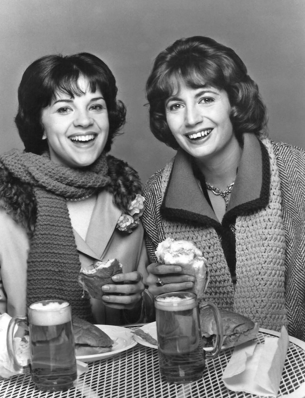 Laverne and Shirley. | Source: Wikimedia Commons